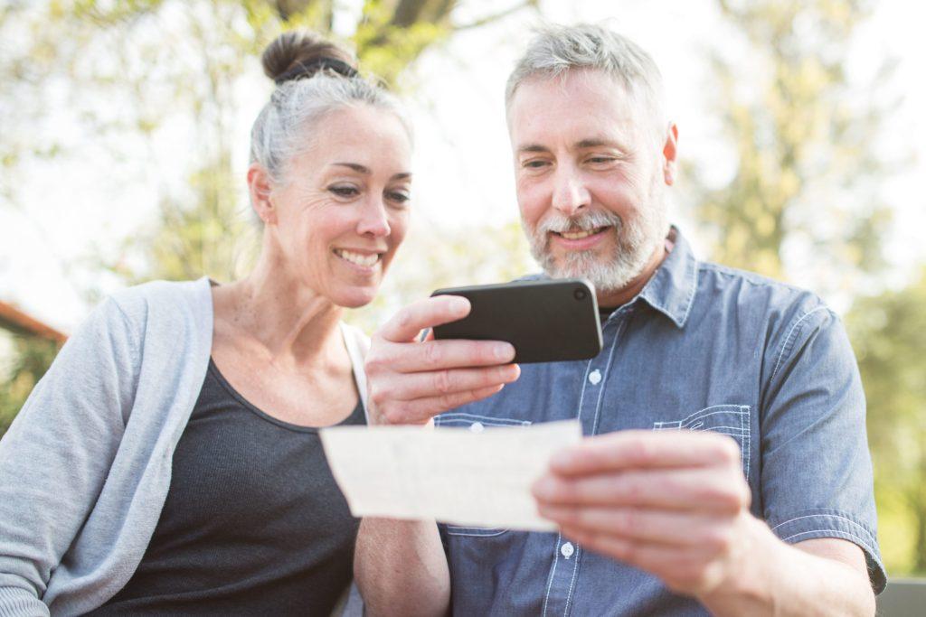 Für chronisch Kranke gibt es innovative digitale Helfer, welche die Medikation einfach und sicher machen und den Patienten während der Therapie effektiv unterstützen. Sogenannte E-Health-Angebote