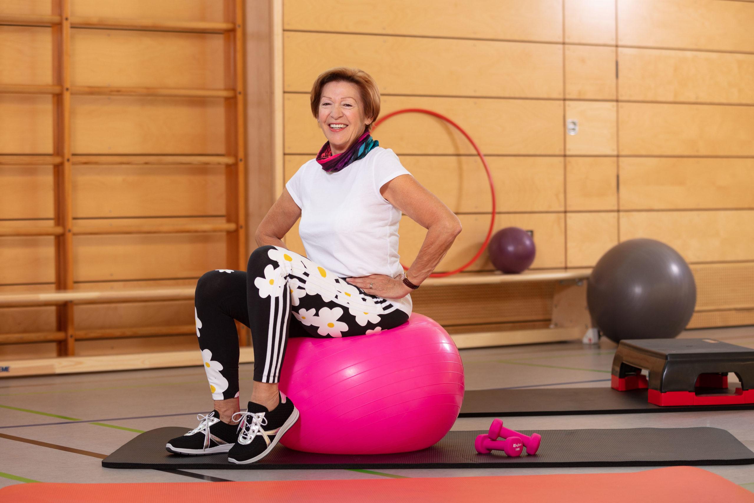 Ältere Frau beim Seniorensport