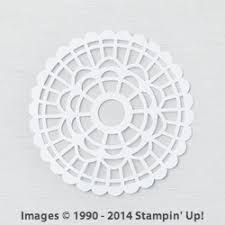 Pearlized Round Paper Doilies