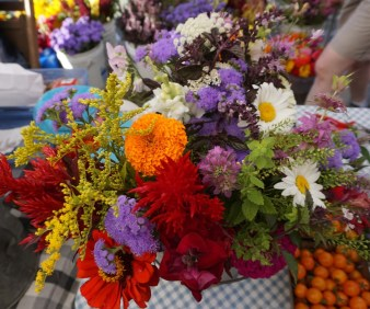 warm and cool color bouquets