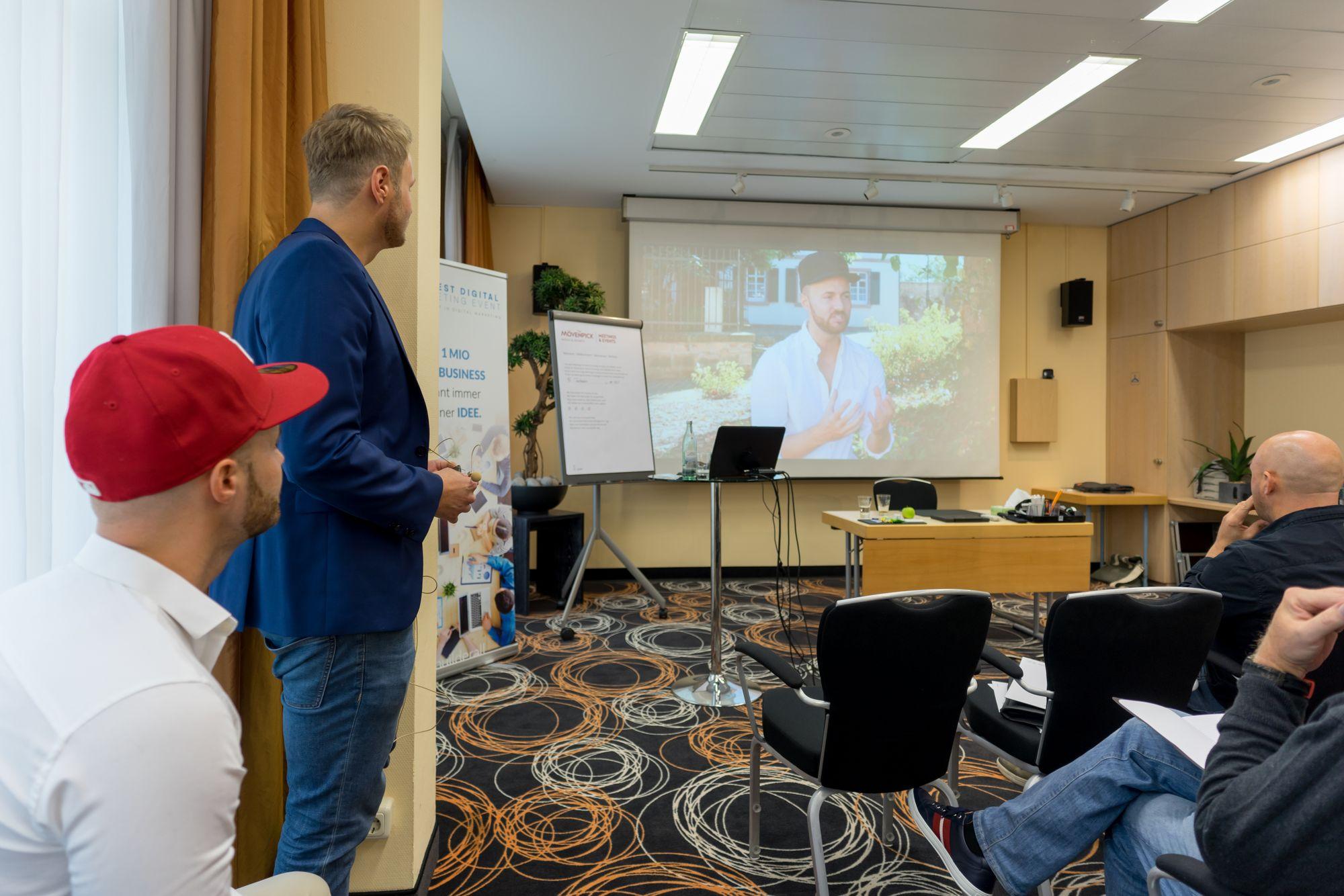 Daniel Hauber und Stefan Beier zeigen ihr Video auf dem Builderall Everest 2018 in Nürnberg (Germany)