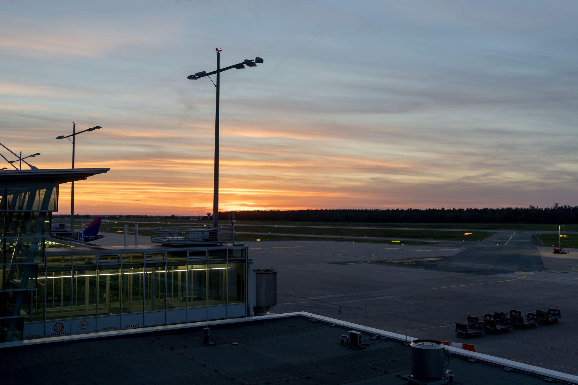 Sonnenuntergang am Flughafen Nürnberg auf dem Builderall Everest 2019 in Nürnberg (Germany)