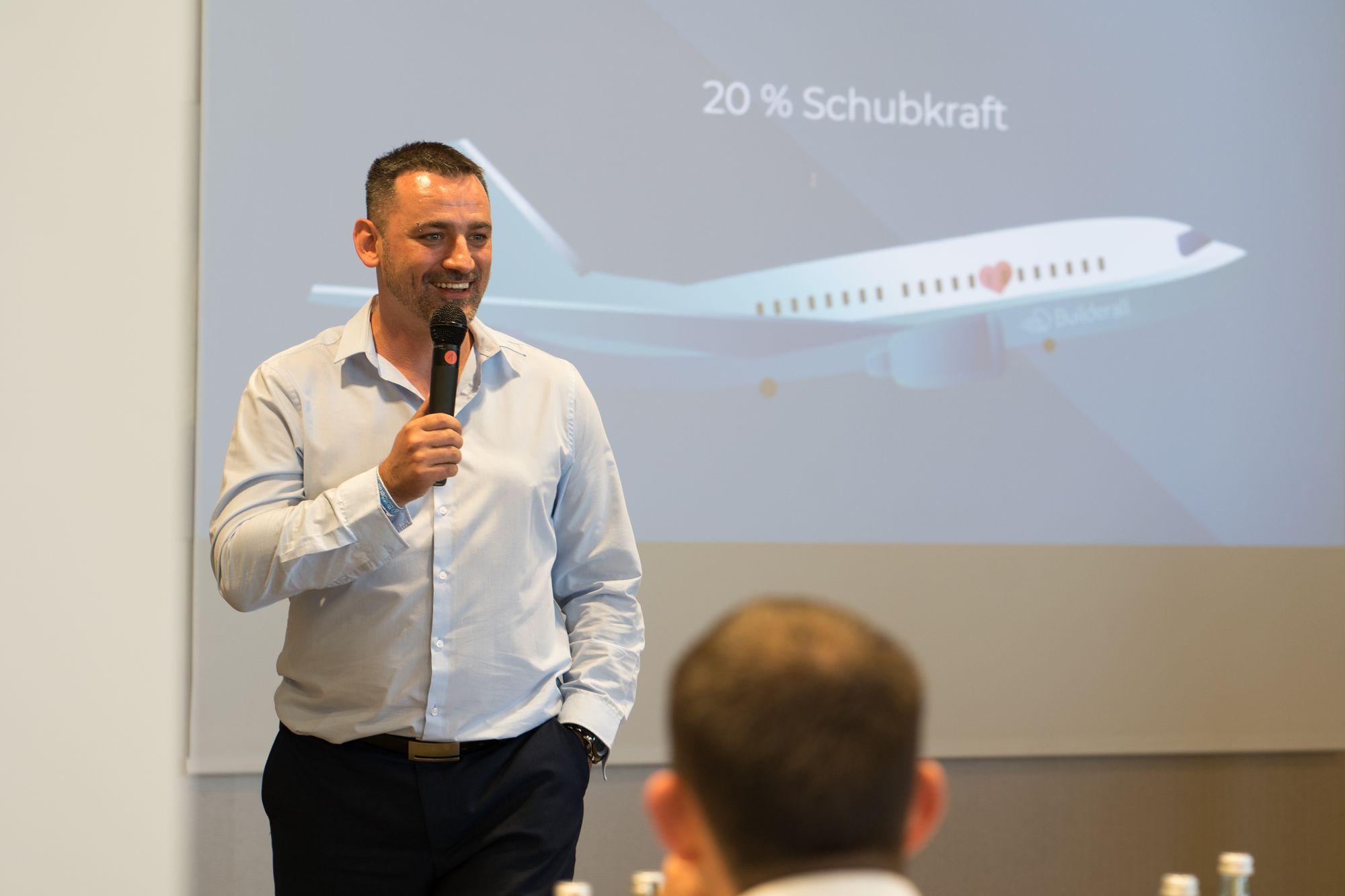 Marco Vantroba als Veranstalter, Moderator und Sprecher auf dem Builderall Everest 2019 in Nürnberg (Germany)