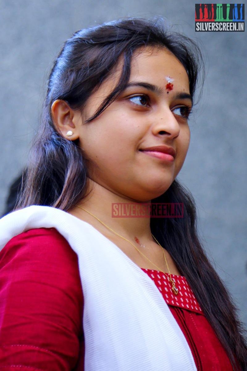 Sri Divya HQ Photos Silverscreenin