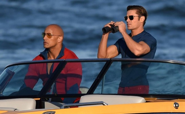 Dwayne-Johnson-Zac-Efron-Baywatch-2017-Wallpaper