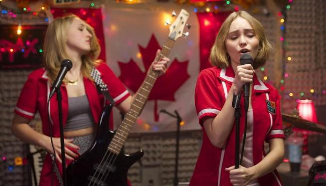 still-of-harley-quinn-smith-and-lily-rose-melody-depp-in-yoga-hosers-(2016)-large-picture