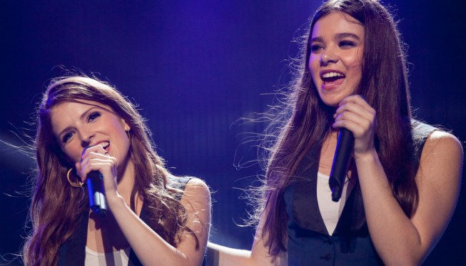 pitch-perfect-2-anna-kendrick-hailee-steinfeld.jpg