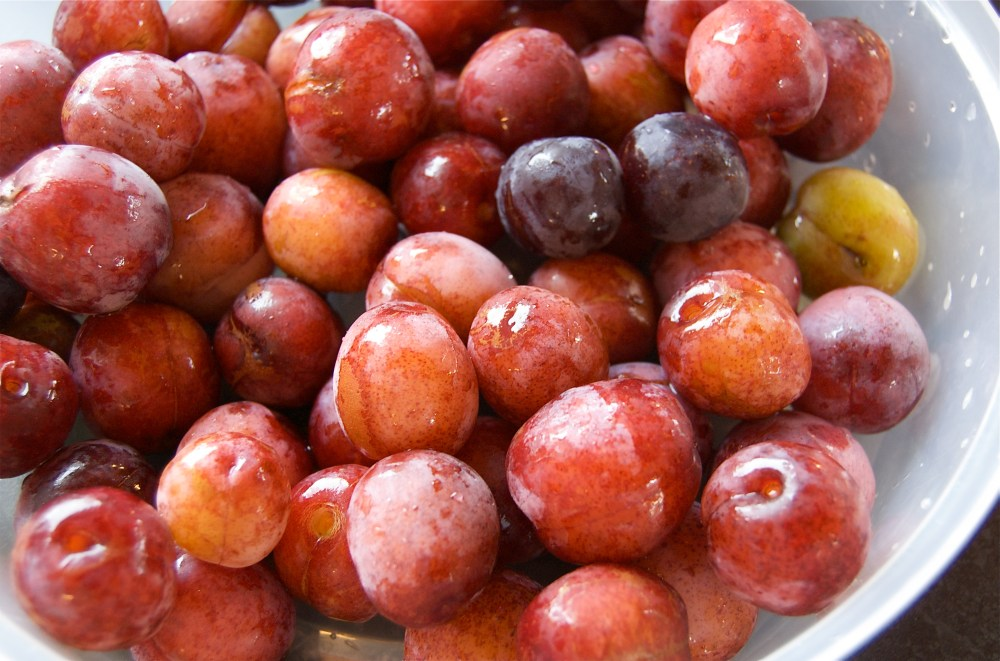 Cognac and spice-glazed plums (2/6)