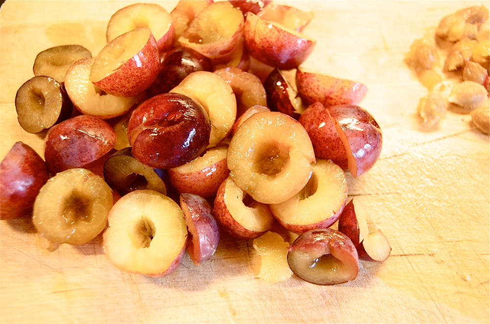 Cognac and spice-glazed plums (4/6)