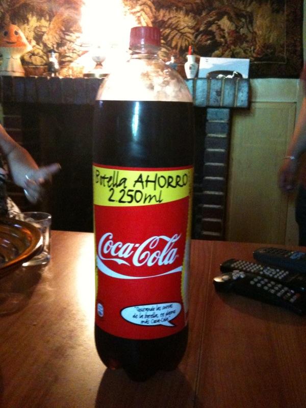 Mientras El Busca Tu Nombre En Latas De Coca Cola Yo Grab En La