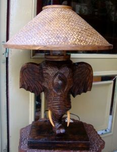 lámpara-de-mesa-de-madera