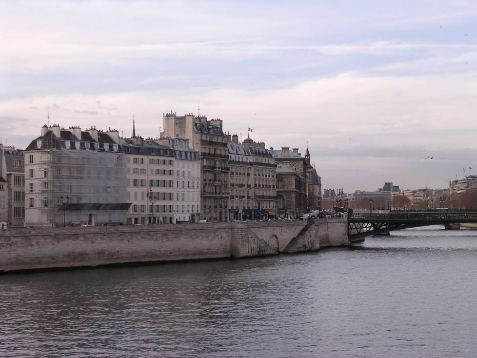 Living like a local in Paris: useful info a Parisian tips