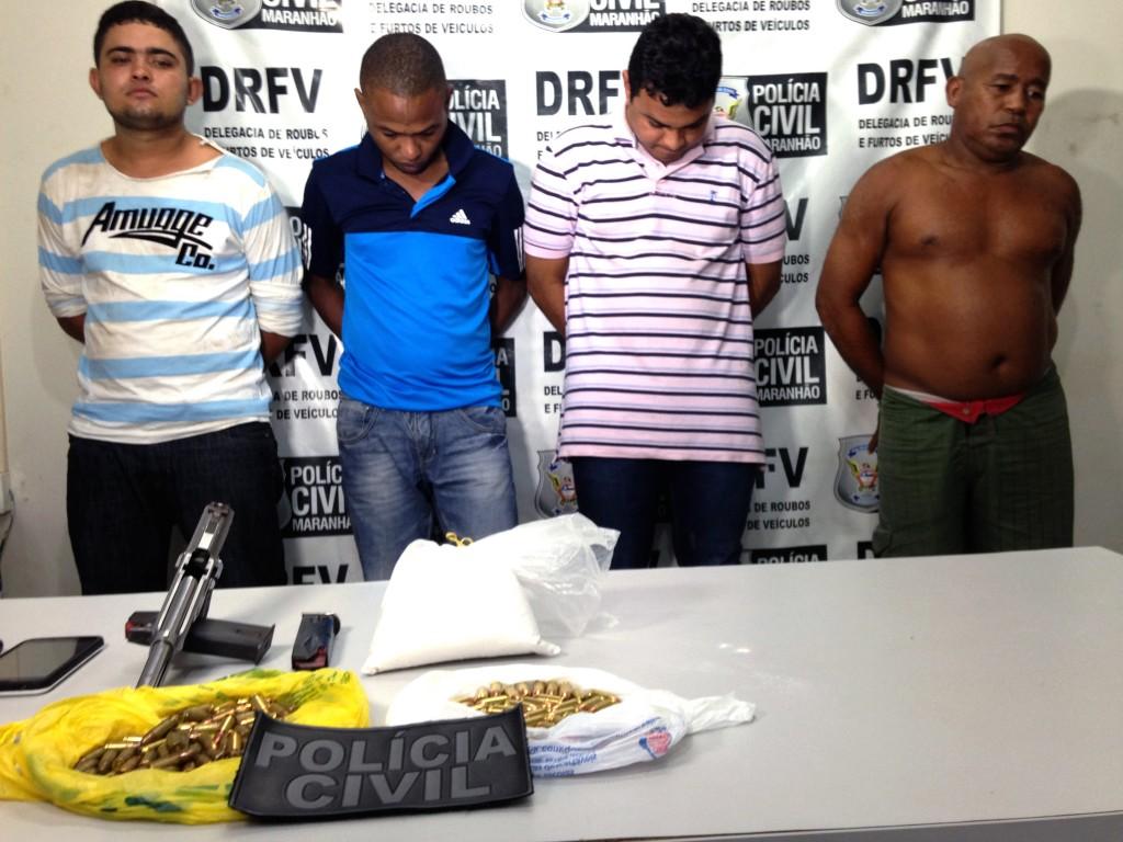 Entre os envolvidos, dois suspeitos são apontados de fazerem parte da facção criminosa Primeiro Comando da Capital (PCC) do Estado de São Paulo