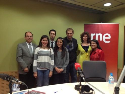 Junto a Albert Espinosa y un grupo de admiradoras del autor!