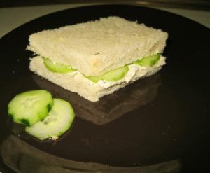 Мини сандвичи с краставици