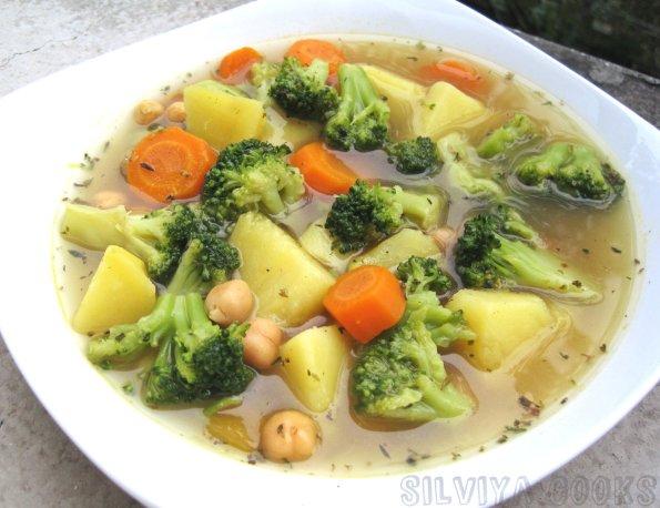 Супа от броколи и нахут