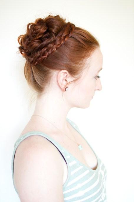 Letitia MacKenzie's curl bun in Outlander