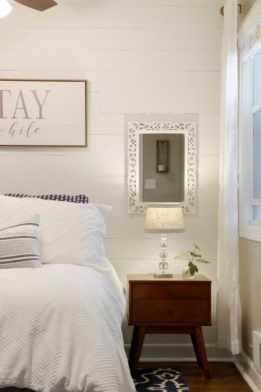 Guest bedroom, neutral decor, white shiplap wall / Sima Spaces