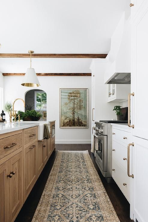 Kitchen renovation inspiration via Jean Stoffer Design / Sima Spaces Kitchen renovation