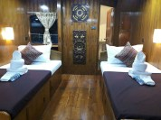master-_twin-cabin-sawasdee-fasai-luxury-similan-diving-liveaboard-with-en-suite-bathrooms-and-free-wifi