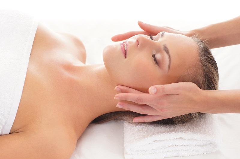 Bienfaits du massage classique visage