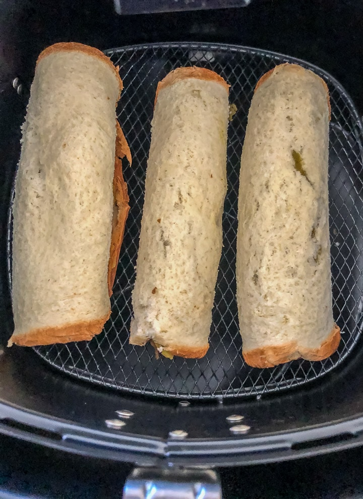 Place the bread roll in the air fryer at 400F for 10 minutes