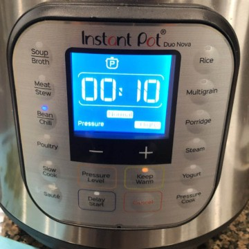 The instant pot set to 10 minutes.