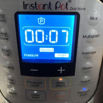 An instant pot pressure cooker showing the 7 minute cook time.