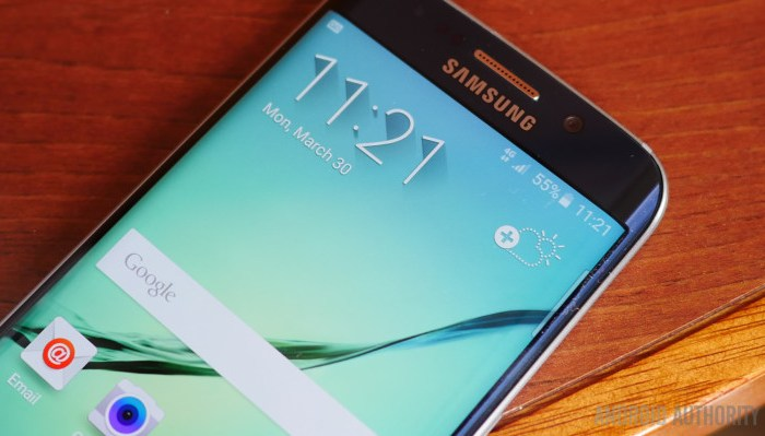 Samsung Z4 smartphone with Tizen OS, 4.5-Inch Display, 1.5GHz quad-core processor, Front & Rear Dual LED Flash