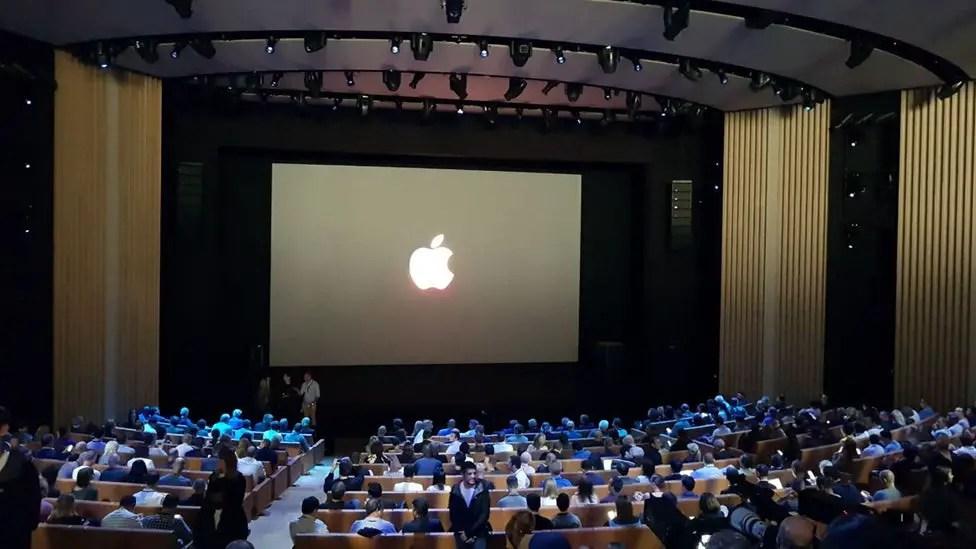 iPhone-X-OLED