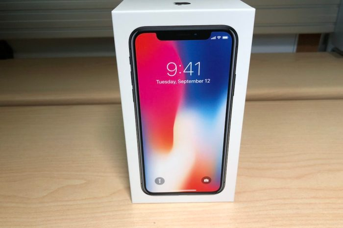 iPhone X Unboxing Photos; Images and Videos Shared Online