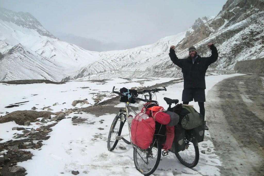 Ich-und-Chinese-Xinjiang-Tibet-Chiragsaldi-Daban-Pass-kurz-vor-Mazar