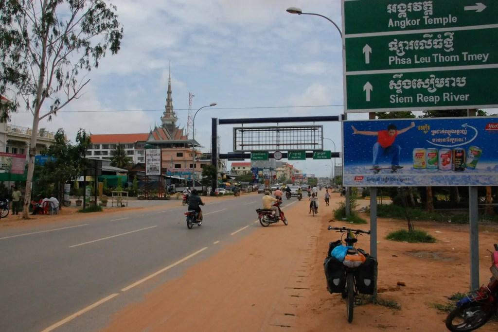 packliste-fuer-radtouren-kambodscha-strassenszene