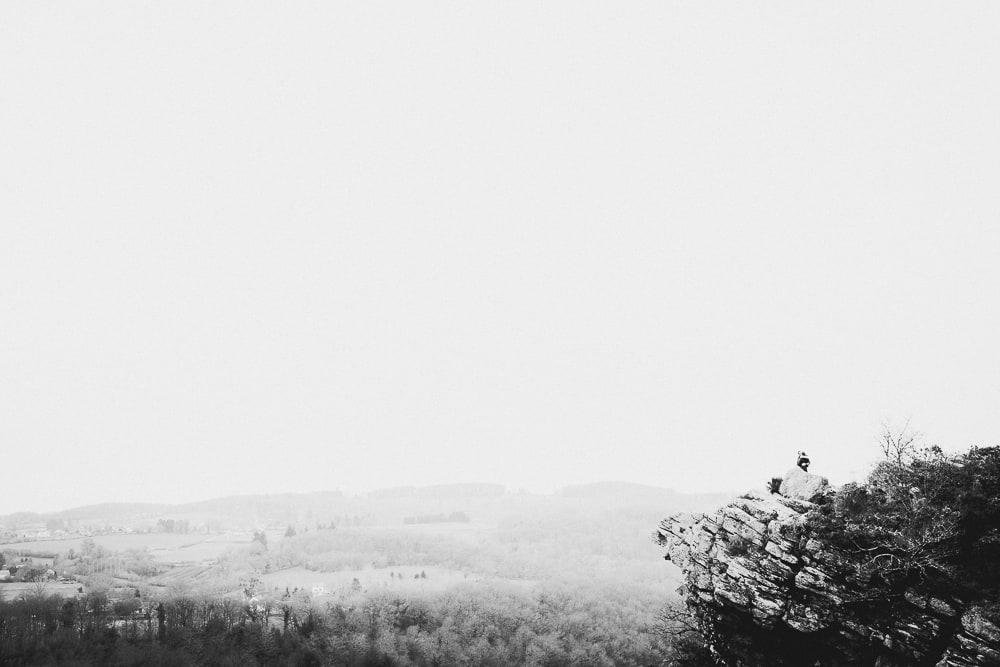 Séance photo engagement Lou & Geo, la roche d'Oëtre, Normandie
