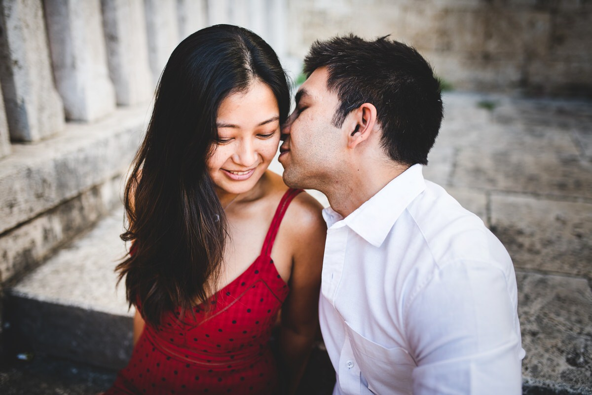 romantic engagement photos in val d'orcia