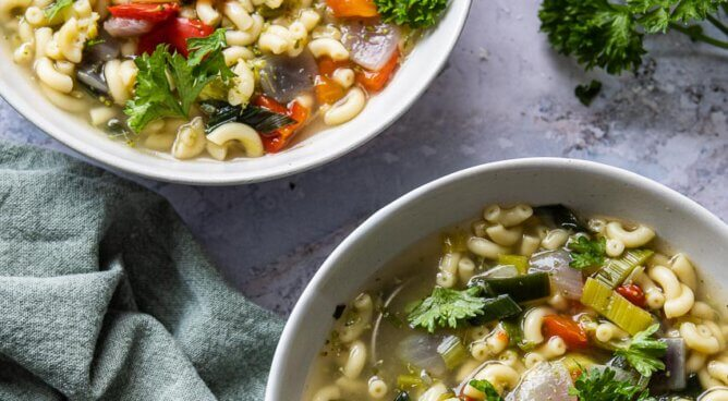 Snelle groentesoep met pasta