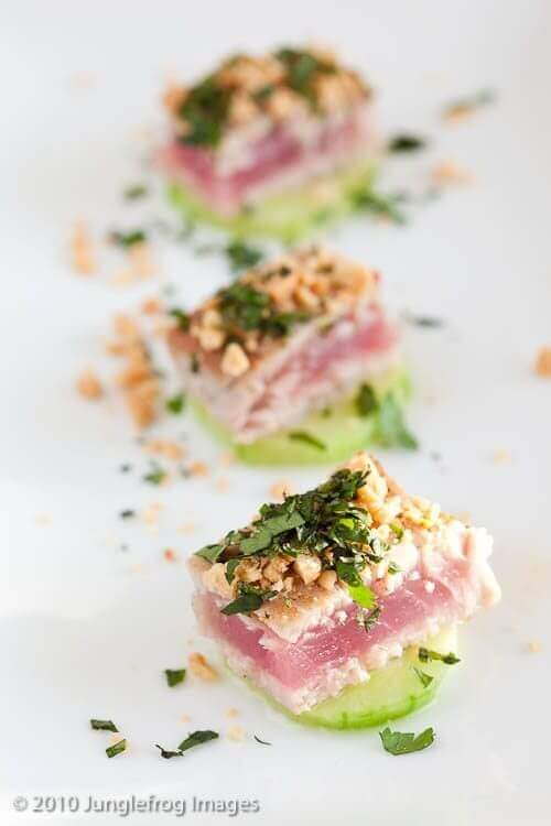 Orientaalse tonijn op komkommer | simoneskitchen.nl