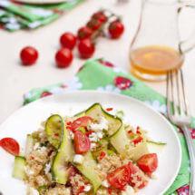 Quinoa salade met tomaten en feta