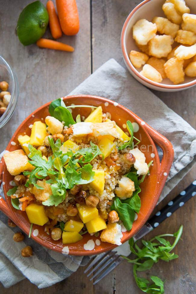 Bulgur mango salade met hazelnoten en halloumi | simoneskitchen.nl