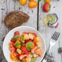 aardbeien salade met halloumi
