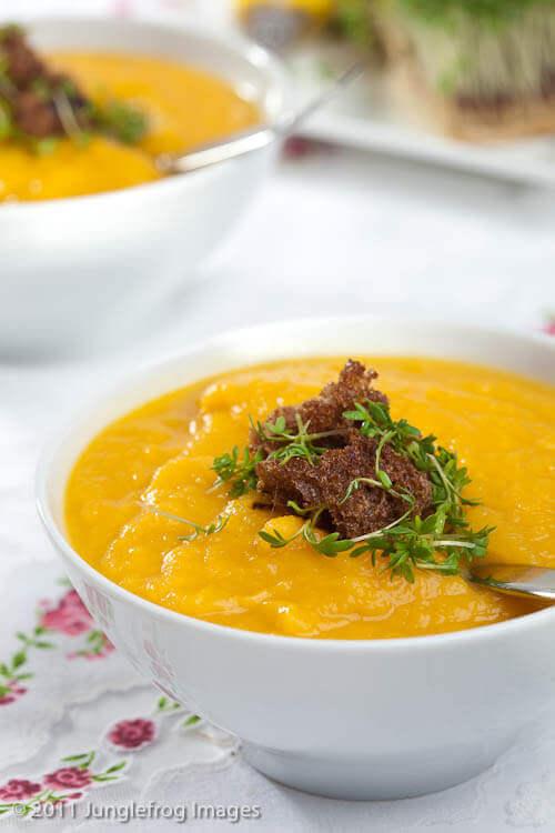Pompoen selderij soep | simoneskitchen.nl