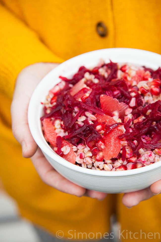 Speltsalade met bietjes en granaatappel | simoneskitchen.nl
