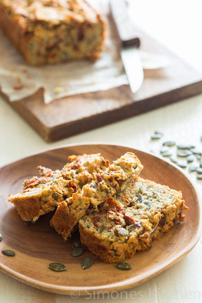Glutenvrij brood met tomaat | simoneskitchen.nl