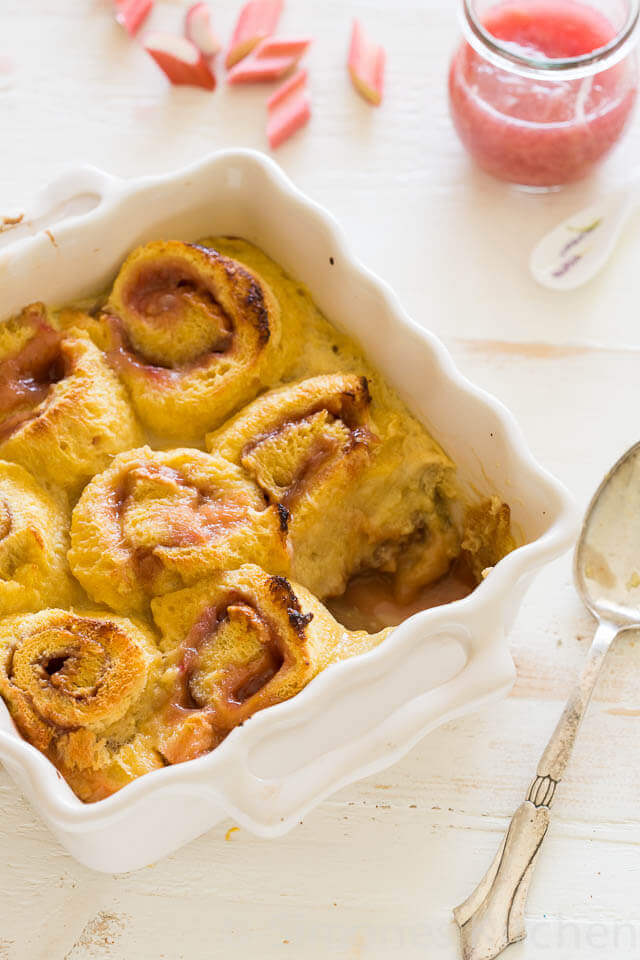 Rabarber broodpudding met frambozen curd | simoneskitchen.nl