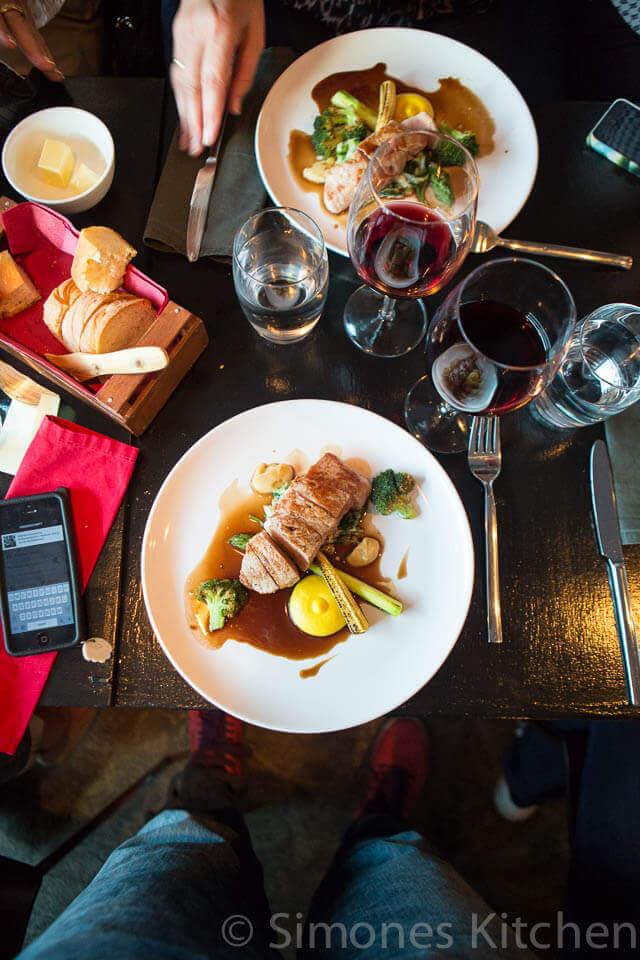 Eten. mobiele telefoons en wijn... dat is het wel zo ongeveer!