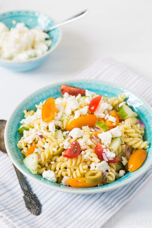 Griekse pasta salade met tomaatjes simoneskitchen.nl