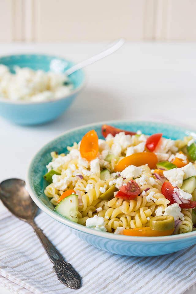 Griekse pasta salade met tomaatjes. simoneskitchen.nl