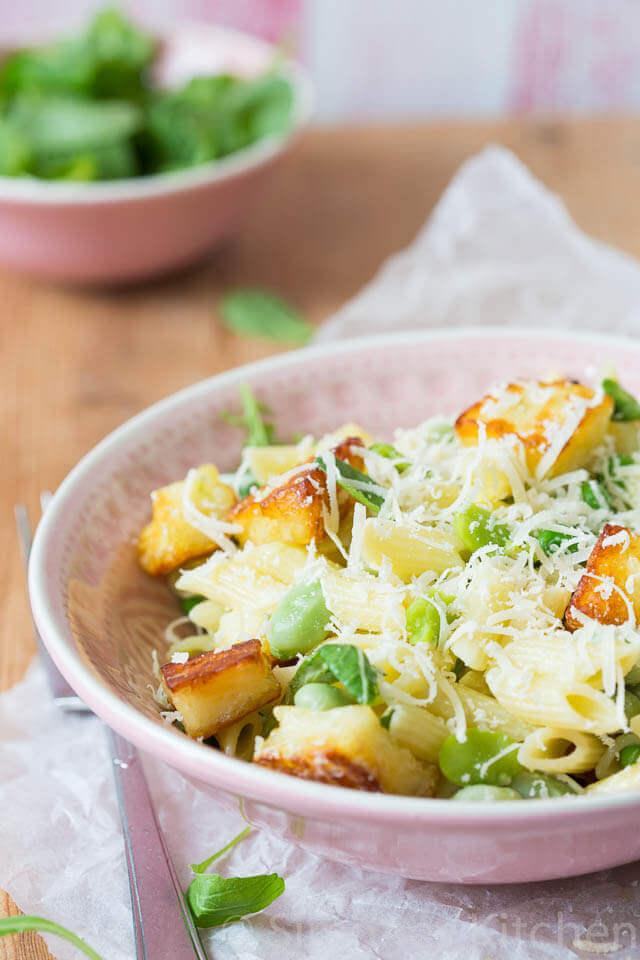 Groene pasta salade met halloumi | simoneskitchen.nl