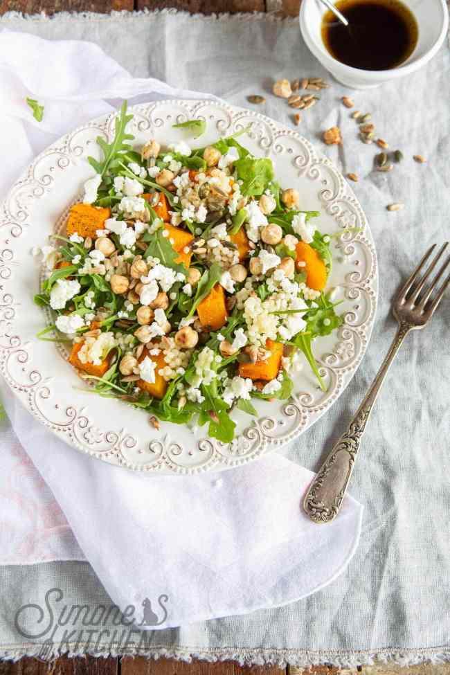 Salade van parel couscous en geroosterde pompoen