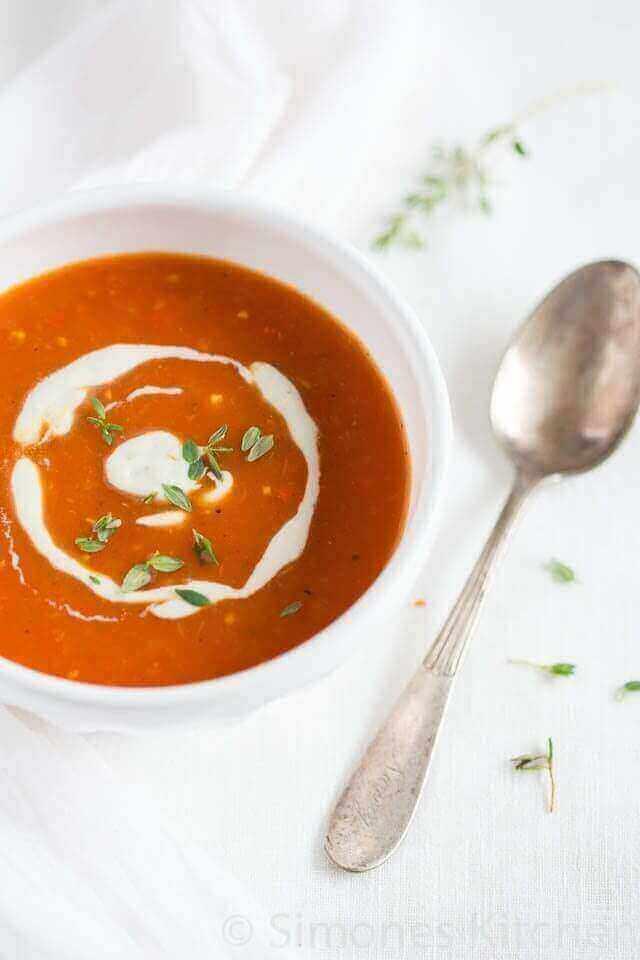 Tomatensoep met gerookte paprika en gorgonzola saus | simoneskitchen.nl